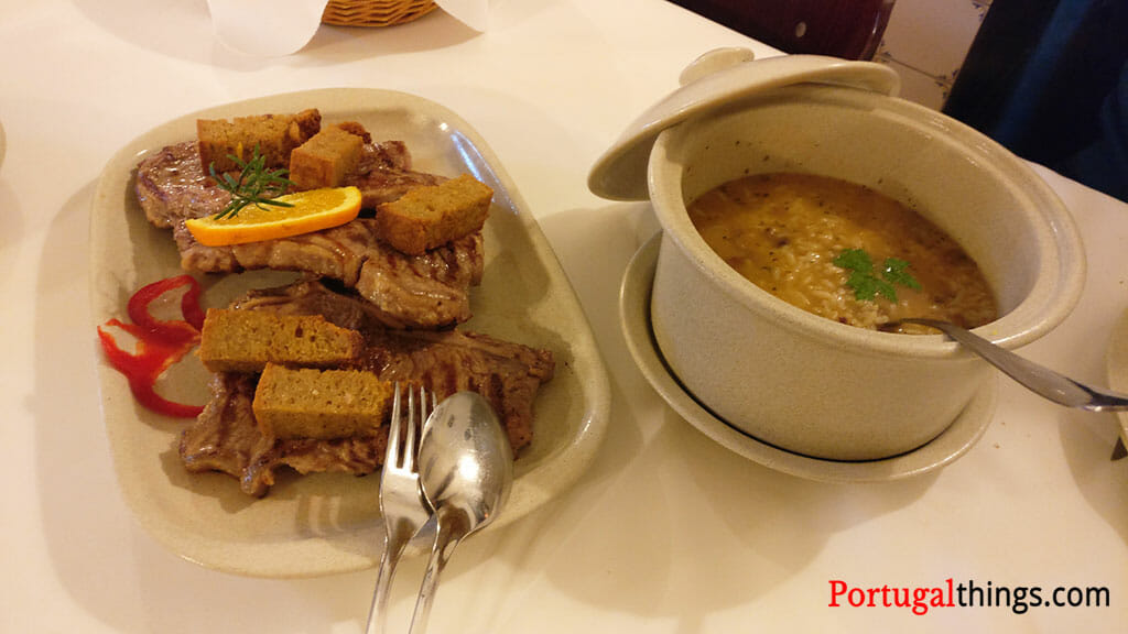 O que comer em Arcos de Valdevez? A deliciosa carne cachena com arroz de feijão tarrestre