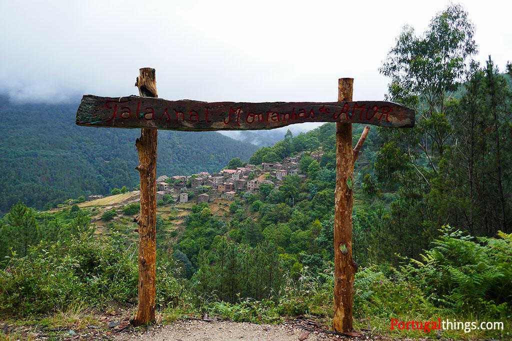 vista para o talasnal, uma das mais bonitas aldeias do xisto