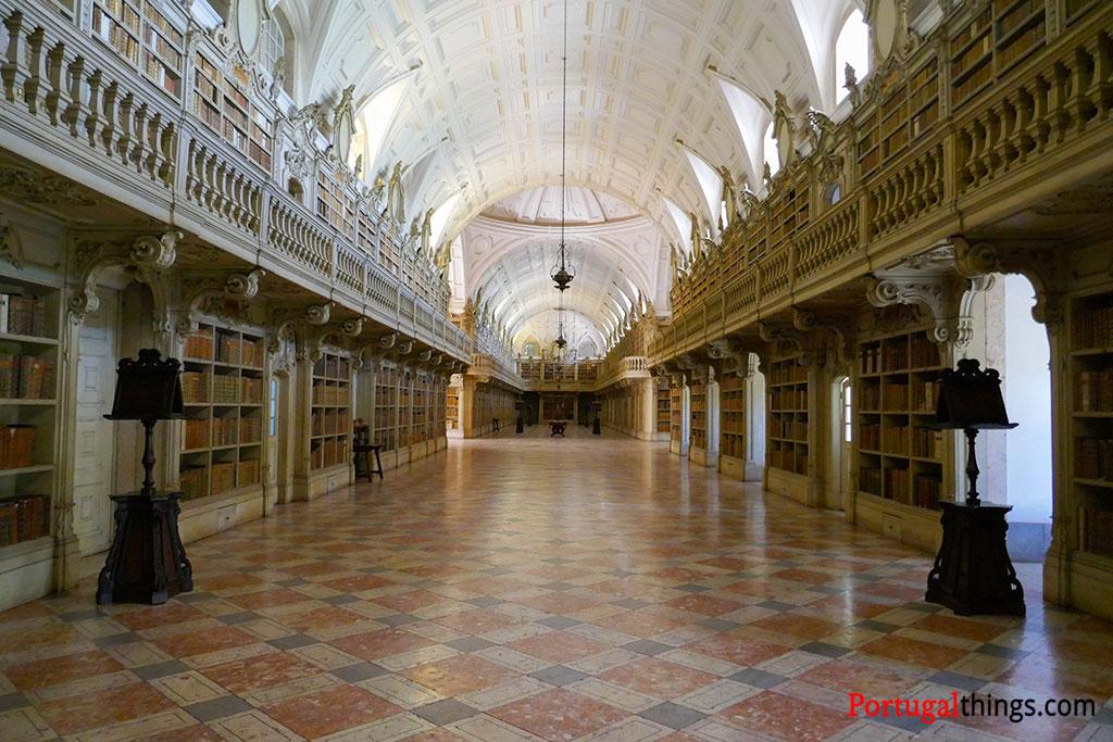 O que fazer em Mafra? Ir à biblioteca do Palácio