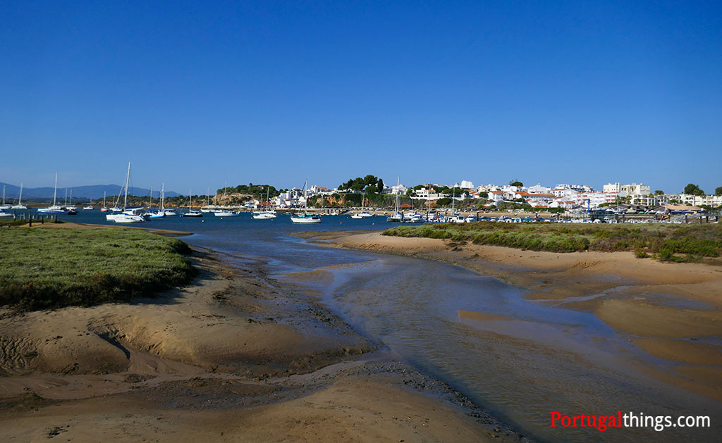 Where to stay when making Alvor's walkways
