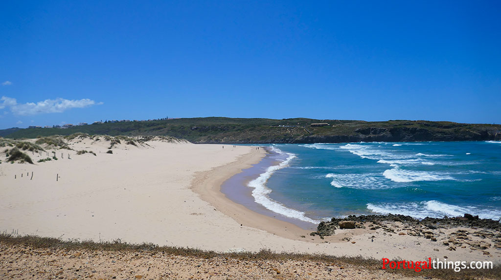 Amoreira Beach, one of the beaches to try this summer in Algarve