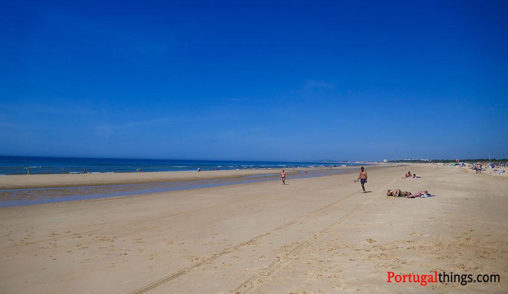 the endless sand of Monte Gordo beach